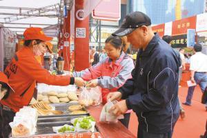 """台湾美食韩国""""小烧"""" 正定小商品博览会会好看又好吃"""